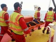 PVEP POC cứu sống ngư dân bị thương nghiêm trọng trên biển
