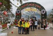 """Giới trẻ miền Bắc phát cuồng với lễ hội mùa đông """"siêu chất"""" tại Fansipan"""