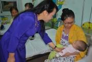 Bộ trưởng Nguyễn Thị Kim Tiến thăm một số cơ sở y tế của Hà Nội