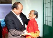 Thủ tướng Nguyễn Xuân Phúc trao quà Tết cho đồng bào nghèo Đắk Nông