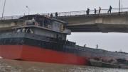 Tàu thủy 3.200 tấn bị kẹt tại cầu An Thái (Hải Dương): Giao thông tê liệt hoàn toàn