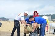 Chương trình dọn vệ sinh bãi biển vịnh Hạ Long- Giữ gìn môi trường xanh, sạch, đẹp