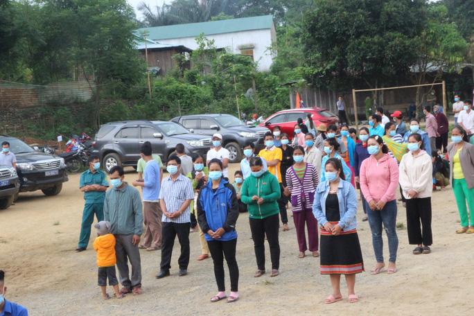 Cử tri vùng biên giới Quảng Nam hân hoan đi bầu cử sớm - Ảnh 2.