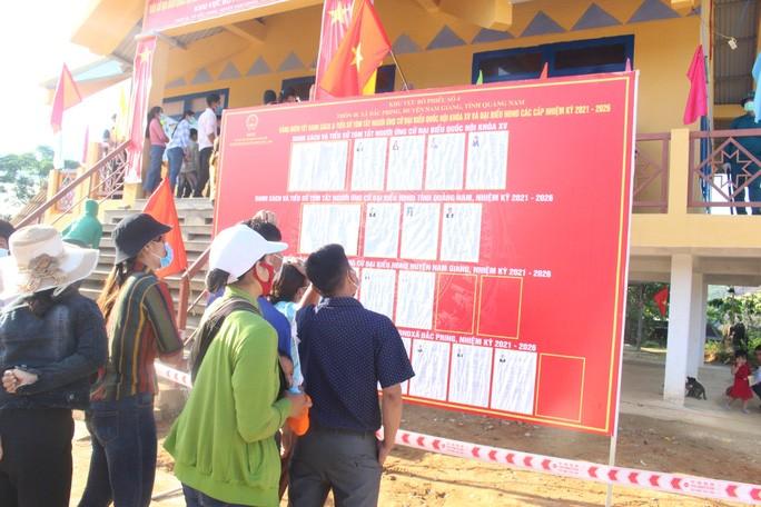 Cử tri vùng biên giới Quảng Nam hân hoan đi bầu cử sớm - Ảnh 4.