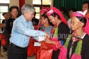 Bộ trưởng, Chủ nhiệm UBDT Đỗ Văn Chiến thăm và tặng quà đồng bào khó khăn huyện Tiên Yên