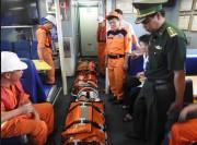 Cứu nạn thành công 2 thuyền viên bị nạn trên vùng biển quần đảo Hoàng Sa