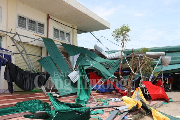 Trung tâm thương mại Kỳ Anh đổ nát sau bão số 10