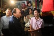 Thủ tướng Nguyễn Xuân Phúc thị sát tình hình mưa lũ tại phố cổ Hội An