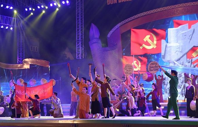 pho thu tuong du le hoi nong san tren que huong nong thon moi
