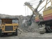 Nhiều khó khăn trong khai thác than