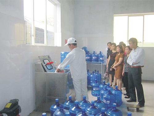 Thị trường nước đóng chai: Mạnh tay với hàng giả, hàng kém chất lượng