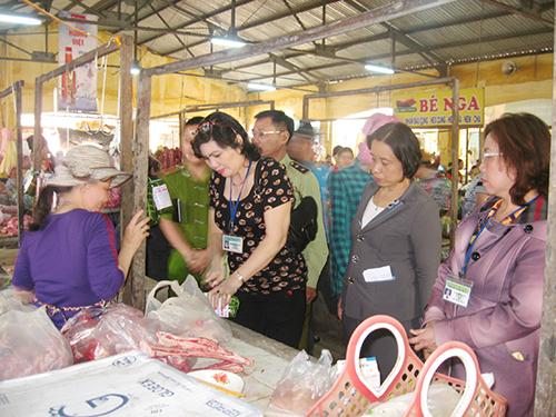 Tháng hành động vì an toàn thực phẩm: Chợ dân sinh còn nhiều vi phạm