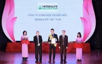herbalife lien tuc nhan giai thuong san pham vang vi suc khoe cong dong