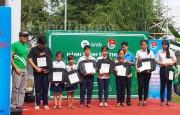 Grab trao tặng hơn 200 phần quà cho các hộ nghèo, trẻ em hiếu học