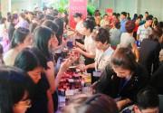 Rộn ràng hội chợ phục vụ mùa Tết cho người dân Sài Gòn