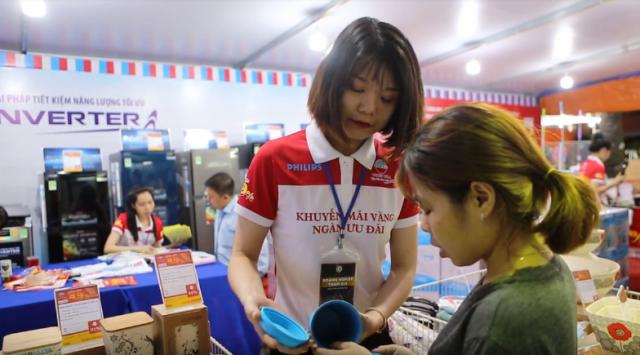 Phiên chợ Tết hàng điện máy và gia dụng tổ chức thâu đêm phục vụ khách hàng