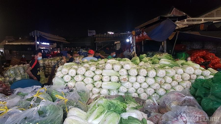 Giá thực phẩm hôm nay 2/2: Giá rau củ chững, thực phẩm tiếp đà tăng