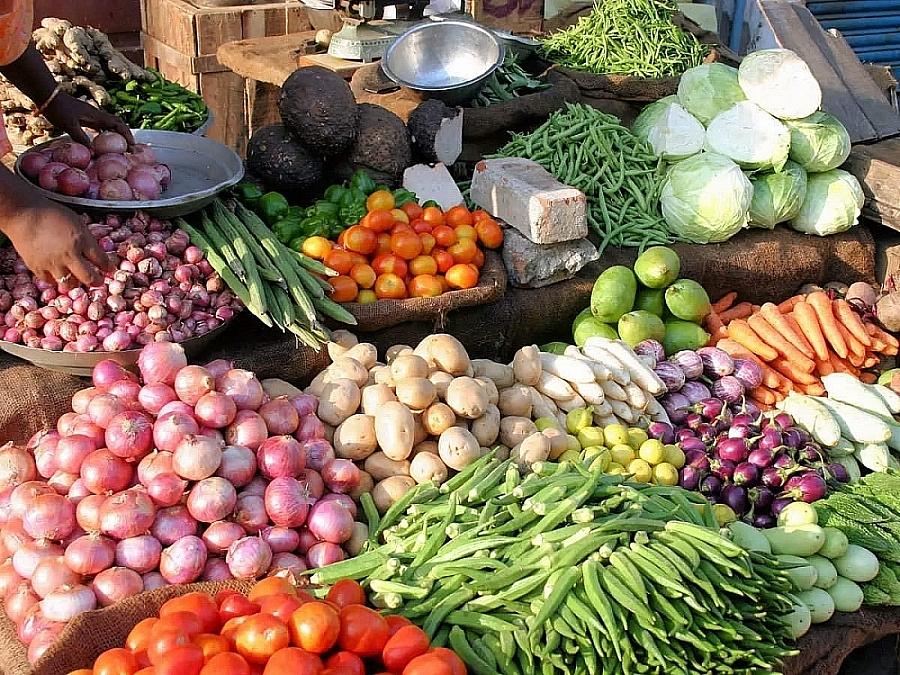 Giá thực phẩm hôm nay 9/2: Giá rau củ giảm, thực phẩm tăng mạnh