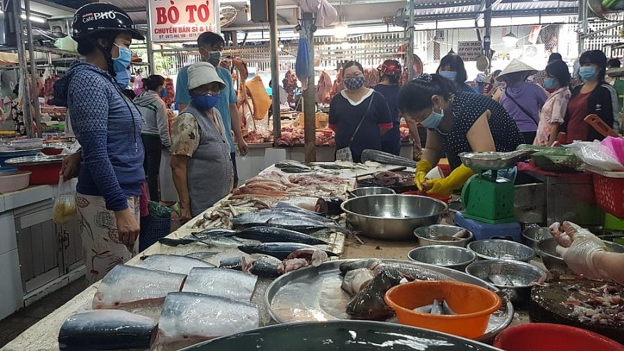 Giá thực phẩm hôm nay 24/2: Giá thịt giảm, cá tăng
