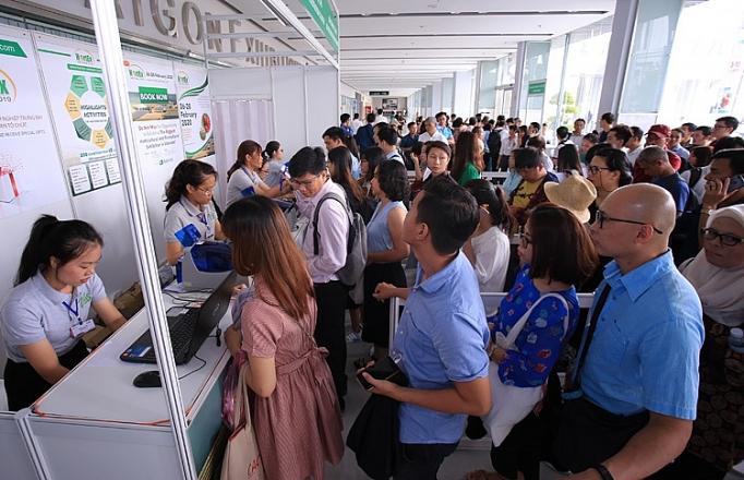 hang ngan khach tham quan hortex vietnam 2019 trong ngay khai mac