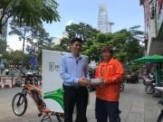 Lazada ra mắt đội giao hàng bằng xe đạp điện giúp giảm chi phí cho TMĐT