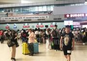 """Khách du lịch """"đổ về"""" Nha Trang trước lễ 30/4"""