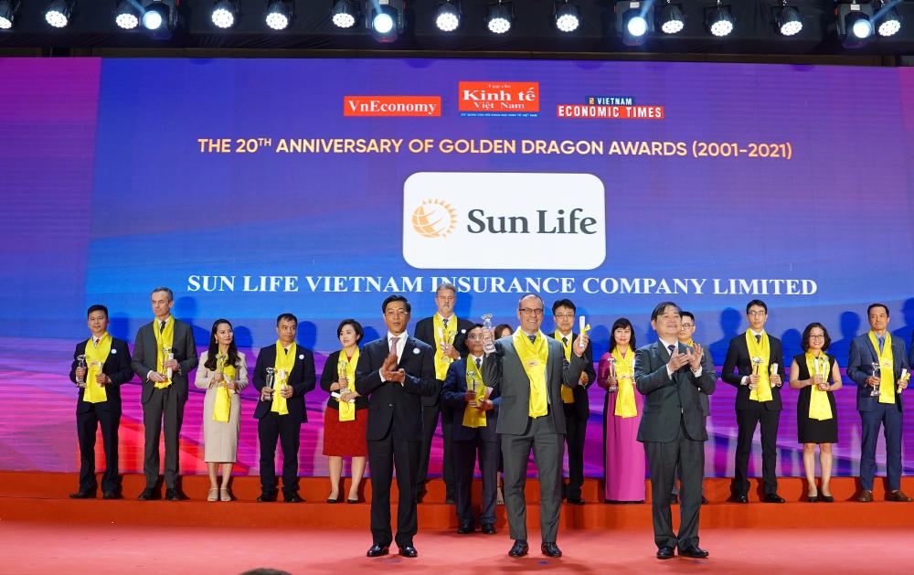 """Sun Life Việt Nam nhận """"Giải thưởng Rồng Vàng"""" năm 2021"""