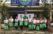 Gần 6.000 quà tặng do Grab quyên góp được trao cho trẻ em Việt Nam