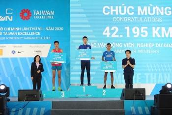 hon 9000 van dong vien tham gia giai chay hcmc marathon 2020