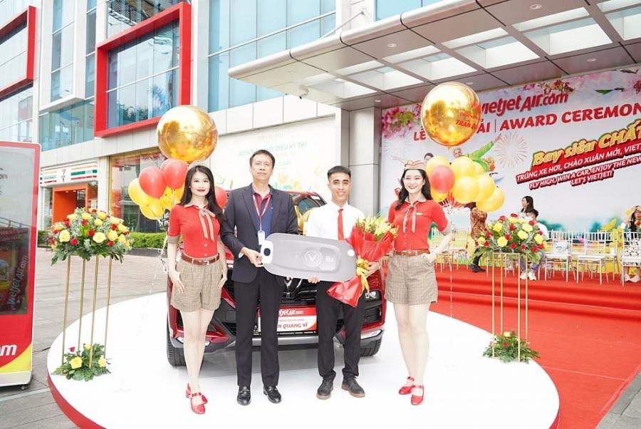 Bay cùng Vietjet, khách hàng nhận giải chung cuộc xe hơi 1,5 tỷ đồng