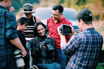 """Nhiếp ảnh gia Lân """"xe lăn"""" thỏa đam mê cùng  Ford Ranger Raptor"""
