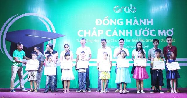 Grab trao 80 suất học bổng khuyến học tại Đà Nẵng