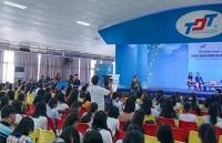 500 sinh vien tham gia thao luan chuyen de nghe bao hiem nhan tho