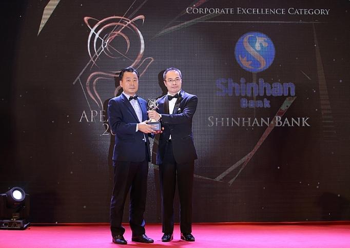 ngan hang shinhan nhan giai thuong kinh doanh xuat sac chau a 2018