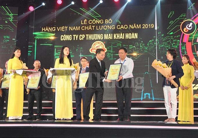 vinh danh 524 doanh nghiep dat danh hieu hang viet nam chat luong cao 2019