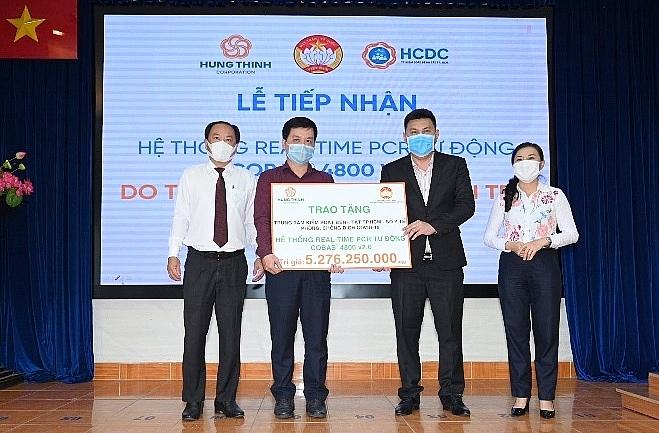 Tập đoàn Hưng Thịnh trao tặng hệ thống máy xét nghiệm tự động trị giá gần 5,3 tỷ đồng cho HCDC