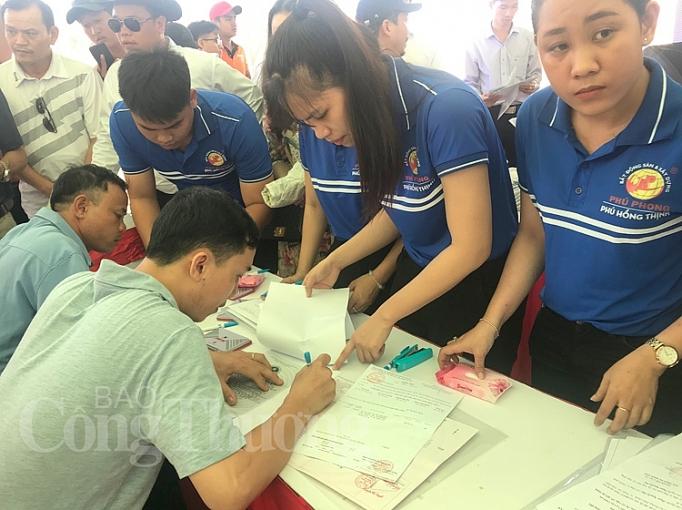 trao chung nhan quyen su dung dat cho hon 620 khach hang tai du an phu hong khang phu hong dat