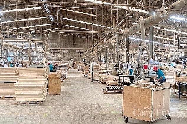 Bình Dương: Sản xuất công nghiệp, xuất khẩu tiếp tục tăng trưởng cao
