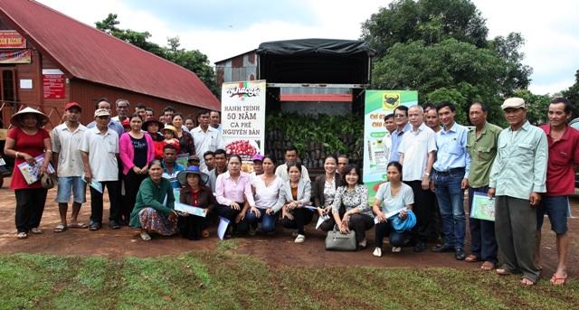 Tập huấn thực hiện mô hình sản xuất cà phê bền vững cho nông dân Đắk Lắk