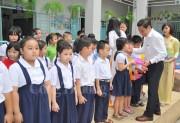 TIE tặng quà cho 600 học sinh có hoàn cảnh khó khăn