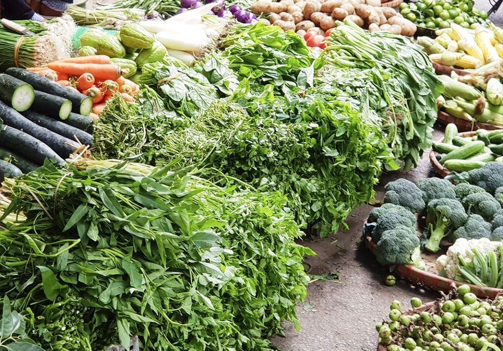 Giá thực phẩm hôm nay 15/3: Giá rau củ, rau ăn lá, trái cây tiếp tục tăng nhẹ