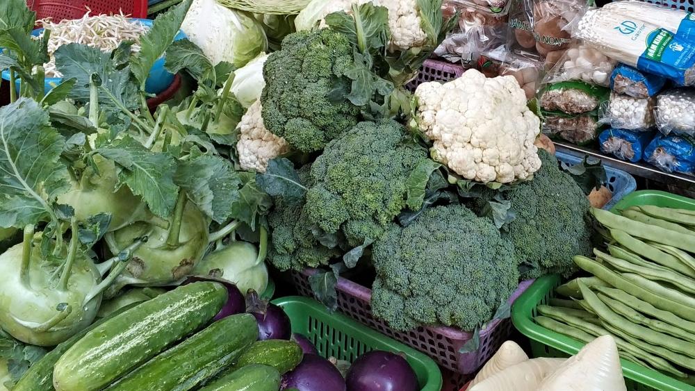 Giá thực phẩm ngày 2/4: Rau xanh giảm giá nhẹ, giá đi ngang một số loại trái cây