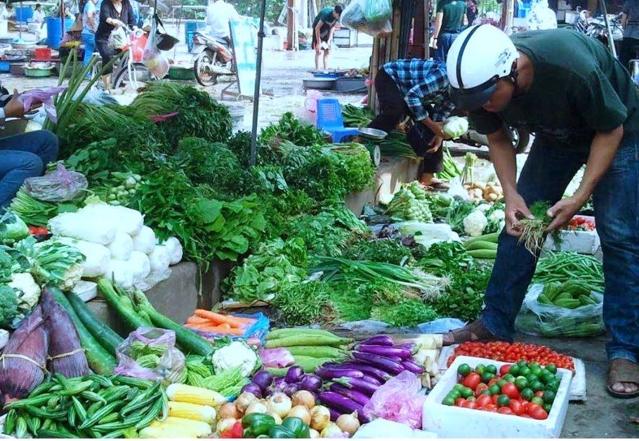 Giá thực phẩm ngày 01/7: Rau củ quả quay đầu tăng nhẹ