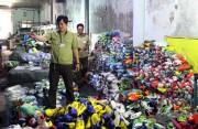 Đồng Nai: Phát hiện cơ sở sản xuất giày thể thao giả nhãn hiệu Nike, Adidas