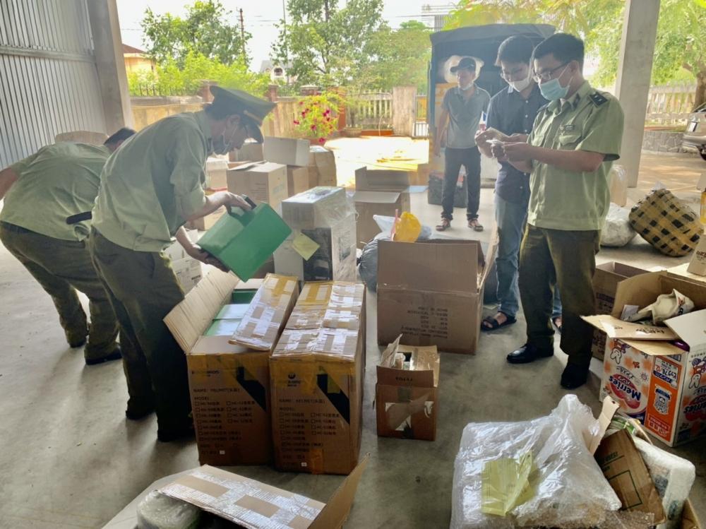 QLTT Thừa Thiên Huế: Liên tiếp phát hiện, thu giữ hơn 1.250 sản phẩm có dấu hiệu nhập lậu
