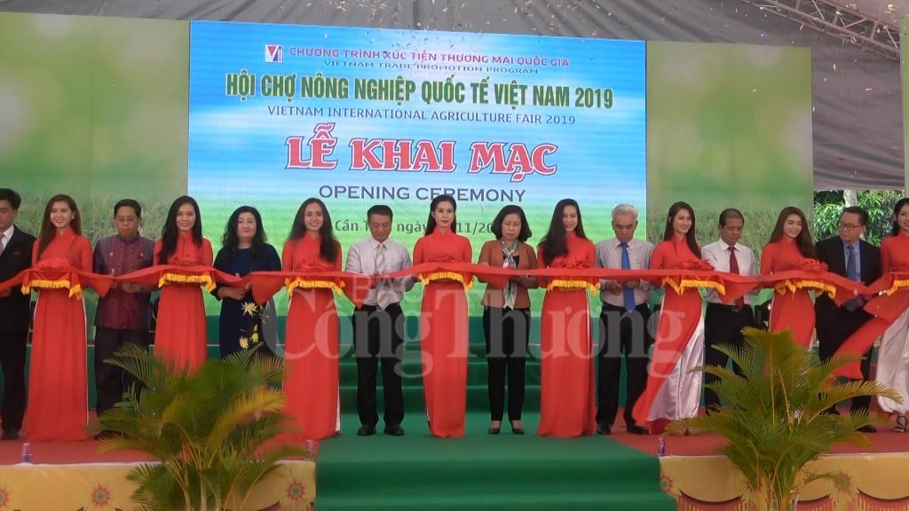 hon 500 gian hang san pham nong nghiep hoi tu tai can tho