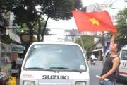 Trước giờ bóng lăn người hâm mộ 'nhuộm đỏ' đường phố Sài Gòn