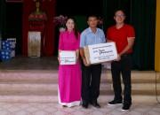 Trao tặng ba tủ sách cho trẻ em quần đảo Trường Sa