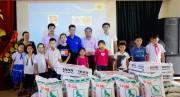 C.P. Việt Nam trao tặng 25 đàn gà con cho trẻ em Hải Phòng