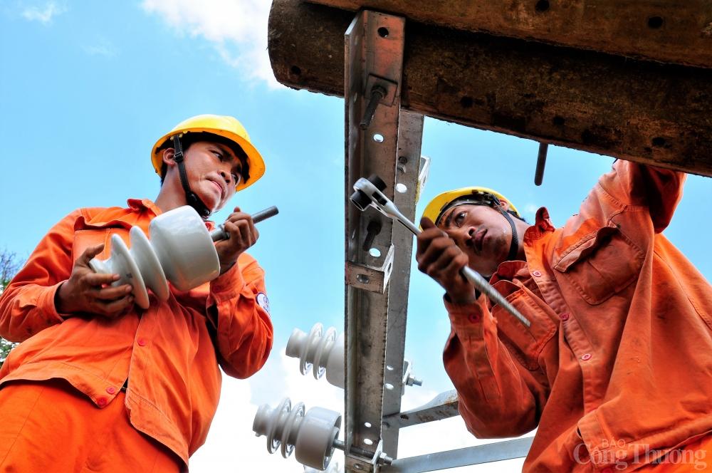 EVNSPC khuyến cáo khách hàng cảnh giác cao với sự cố về điện khi mưa bão xuất hiện